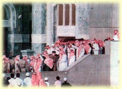ibn-uthaymeen-uthaymeenfuneral12012001_3