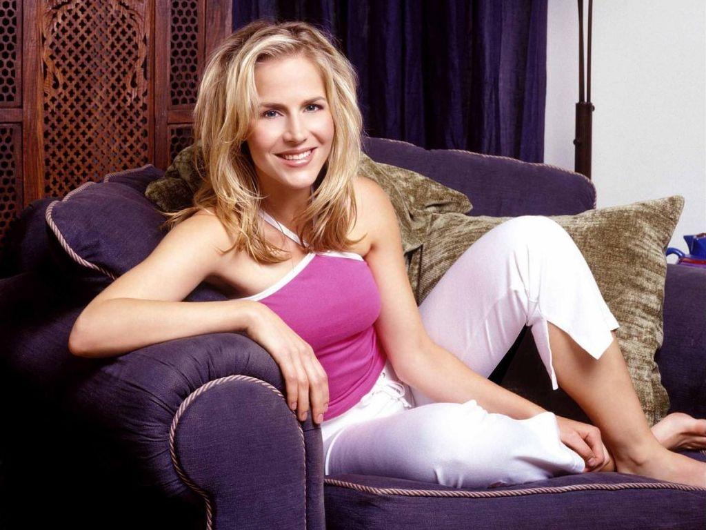 Julia Roberts Hd Wallpapers Julie Benz Wallpapers 12834 Top Rated Julie Benz Photos
