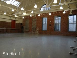 Mostly all photographers opt for studios with a large size.These are more convenient to work in and have more creative options to shoot in.