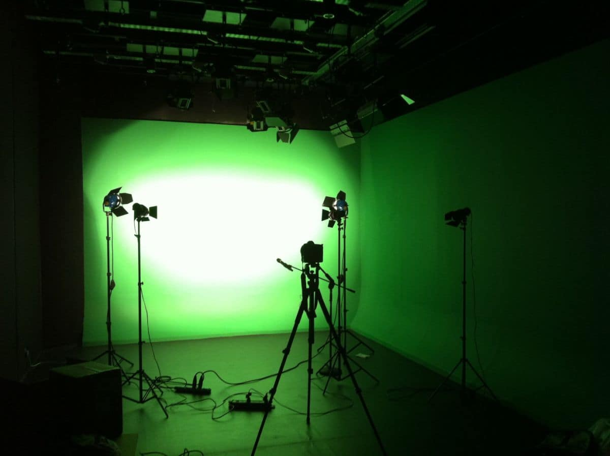 4 Fantastic Reasons to Shoot in Studio