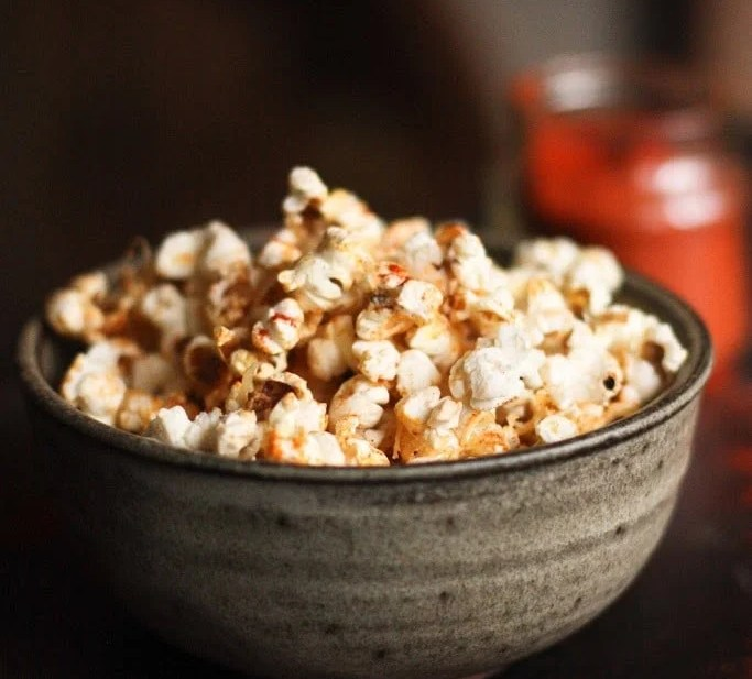 Garlic Parmesan Popcorn | www.feastingathome.com