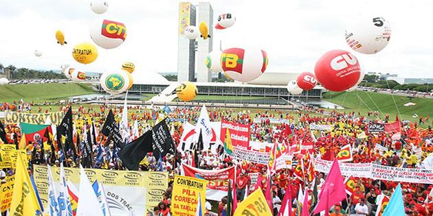 Marcha a Brasília, em 2008: política de valorização do salário mínimo como parte do desenvolvimento nacional