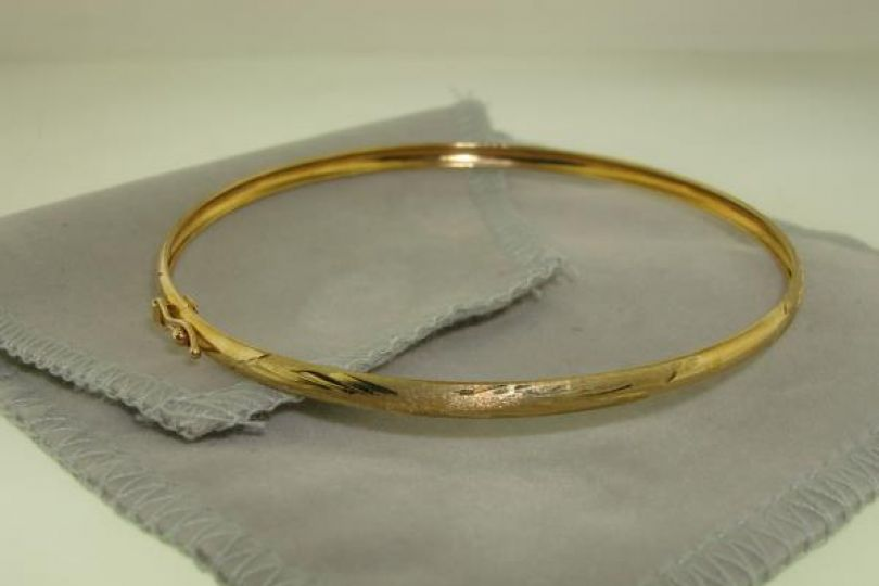 Beautiful New Without Tags 10k Solid Gold Flex Bangle