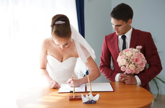 Here Are The Reasons Why You Should Not Change Your Surname After Marriage