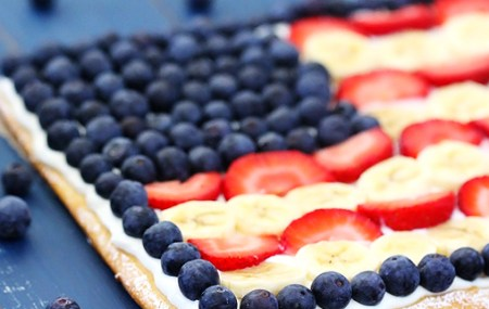 2012-06-27-flag-fruit-pizza-586x322