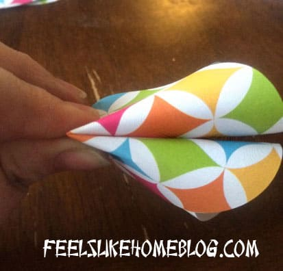How to make Paper Fortune Cookies Tutorial - Pinch crease