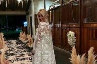 Kaley Cuoco's wedding dress took '400 hours to make'