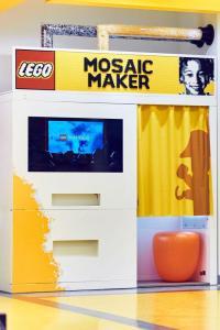 LEGO fans can get brick portraits