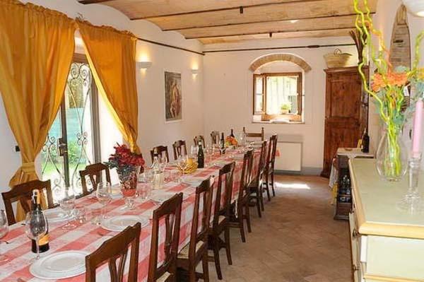 Finca Italien Für 10 Personen In Citerna Ferienhaus Italien   Esszimmer 10  Personen
