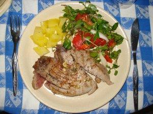 Prato de bife de atum