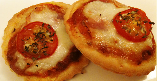 recette de mini pizza facile jambon et mozarella feuille de choux. Black Bedroom Furniture Sets. Home Design Ideas