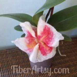 How to Make Pretty Felted Flowers