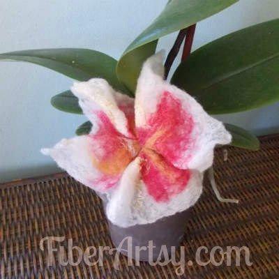How to Make Felted Flowers, Fiberartsy.com
