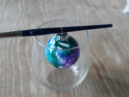 """<img src=""""http://www.fiberartsy.com/wp-content/uploads/2017/11/Alcohol-Ink-Christmas-Ornaments-step-2.jpg"""" alt=""""Alcohol Ink Ornaments, a FiberArtsy.com tutorial"""" width=""""1000"""" height=""""750"""" class=""""aligncenter size-full wp-image-8842"""" />"""