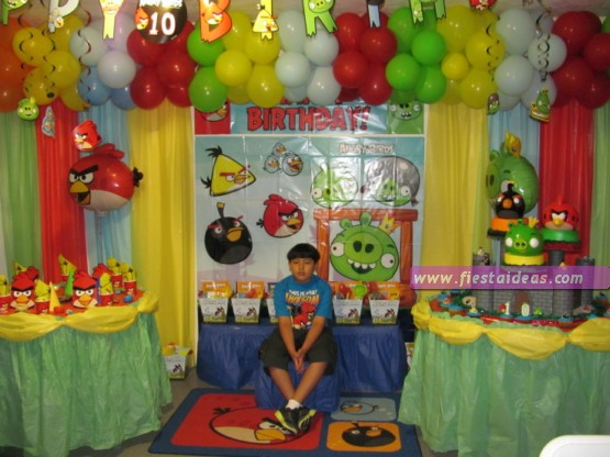 Fiesta angry birds con originales detalles for Abril salon de fiestas