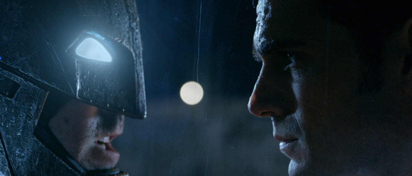 Let's analyze the new 'Batman v Superman' images!