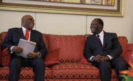Le président ivoirien Alassane Ouattara (à droite) et le Dr Benedict Oramah