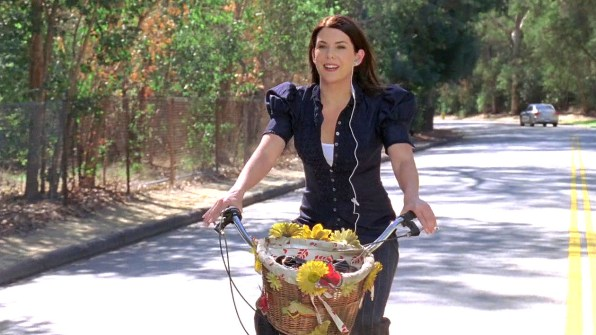 Lorelai Rides Her Bike on a similar road in Stars Hollow (Season 7, Episode 19).