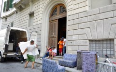 Firenze, tagliata l'elettricità agli occupanti abusivi dell'Hotel Concorde