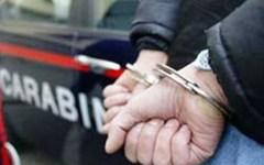 Sottraeva i soldi della pensione della madre per comprare droga, arrestato