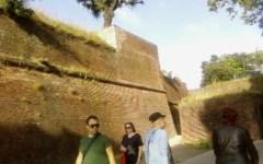 Bimbo di 7 anni cade dalle mura di Lucca