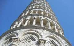 Malore per una turista sulla Torre di Pisa, sono intervenuti i vigili del fuoco