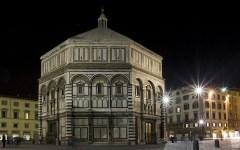 Spacca bottiglie e aggredisce un vigile in piazza Duomo: arrestato