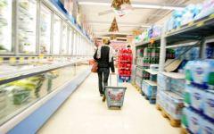 Crisi, il crollo del potere d'acquisto taglia la spesa del 57%