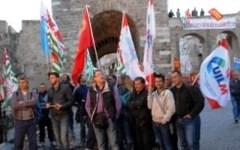 Lucchini, i sindacati convocati a Roma ma il presidio prosegue