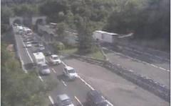 Incidente tra tir in A1, autostrada riaperta ma ci sono 18 km di coda