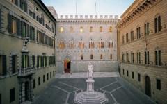 Monte dei Paschi di Siena, morte di David Rossi. La vedova: «Mai creduto al suicidio di mio marito»