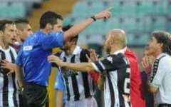Siena, arbitro assediato dai tifosi in albergo