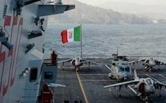 Natale in Oman con i marinai di portaerei «Cavour»