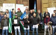 Castiglion Fiorentino, 40 operai ex zuccherificio Sadam in mutande in municipio