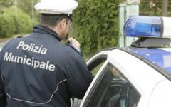 Firenze, inseguimento in centro: una dozzina di vigili blocca venditore abusivo in fuga
