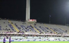 Fiorentina, Franchi semivuoto per 10' e cartello anti-Braschi