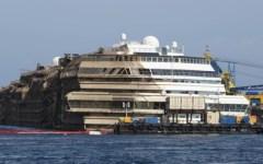 Concordia, nuovo stop ai lavori di rimozione. Costa Crociere: «Temporaneo»