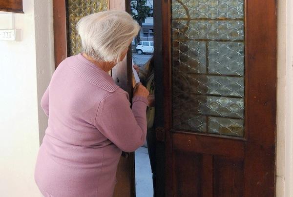 Ennesima truffa in casa: vittima una donna di 78 annni