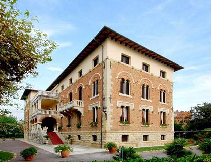 Il Park hotel Villa Ariston, dove Gabriele D'Annunzio, accompagnato dalla Duse, finì di scrivere la Francesca da Rimini