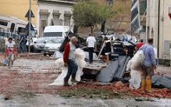 Bomba d'acqua e tromba d'aria: cadono dal tetto mentre  riparano i danni. Gravi due uomini di Cerreto Guidi e Larciano