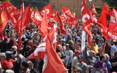 Jobs Act, il voto in Senato infiamma le piazze: anche in Toscana fabbriche occupate e cortei di protesta
