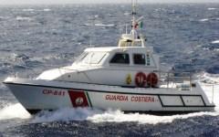 Livorno: Guardia costiera salva due donne. Barca a vela alla deriva con l'albero spezzato