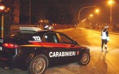 Firenze: marocchino sorpreso su una moto rubata prende a testate i carabinieri e danneggia la camera di sicurezza