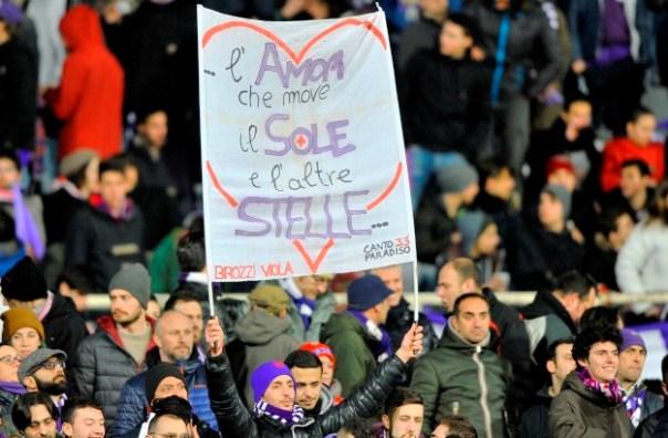 Europa League, Fiorentina-Roma, uno striscione dei tifosi viola inneggia a Dante  (foto Giacomo Morini)