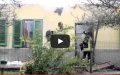 Luco di Mugello: incendio in cucina, crolla il tetto di una casa (VIDEO)