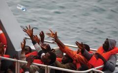 Immigrati: barcone affonda fra la Libia e la Sicilia. Si temono 700 morti. È la strage più grave del dopoguerra