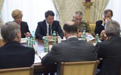 Strage di migranti, Renzi annuncia: 24 morti e 28 superstiti. Ma teme che i cadaveri siano centinaia. E chiede un Consiglio europeo straordi...