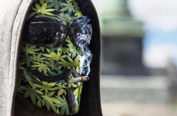 Cannabis, manifestazione antiproibizionista