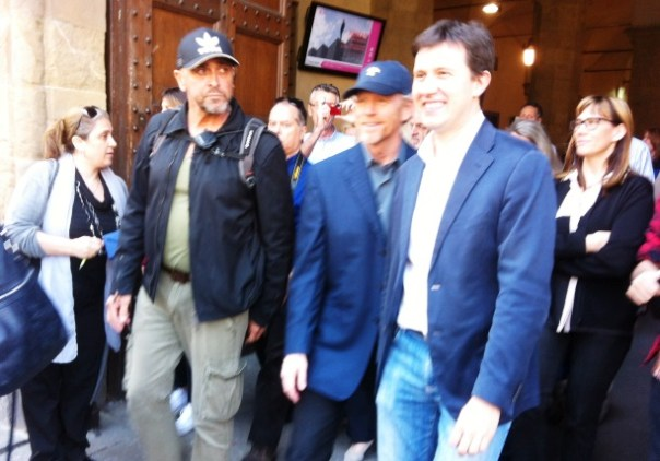 Il regista Ron Howard e il sindaco Nardella escono da Palazzo Vecchio