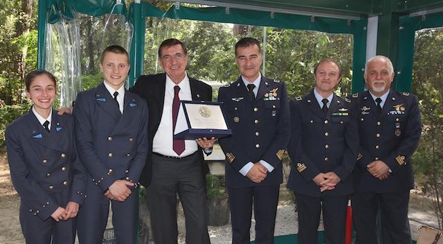 Silvio Bartolotti (terzo da sin. ) e accanto a lui il colonnello Claudio Icardi